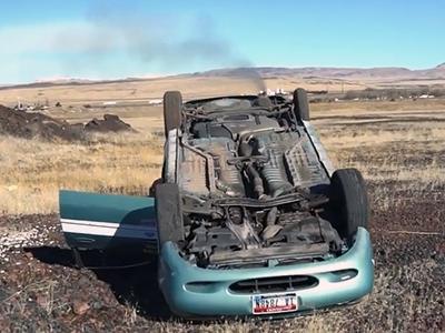 Блогеры проверили, как работает мотор на перевёрнутом авто