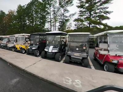 Как выглядит город, где вместо автомобилей ездят на гольф-карах