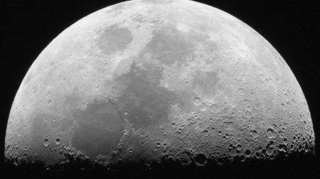 Роскосмос хотел бы отправить российских космонавтов на Луну в 2031 году, но есть проблема