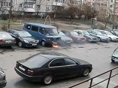 «Беспилотный» фургон Mercedes самоуничтожился вКалининграде