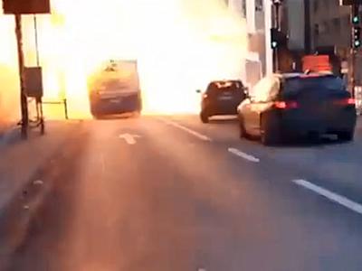 Тоннель глупости взорвал автобус