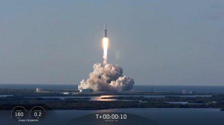 SpaceX провела первый успешный коммерческий запуск сверхтяжелой ракеты Falcon Heavy