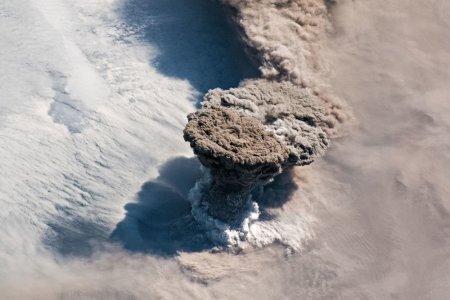 Проснувшийся от 100-летнего сна вулкан уничтожил все живое вокруг