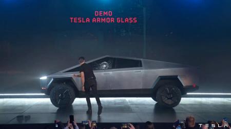 Илон Маск рассказал, почему у пикапа Cybertruck разбились стекла