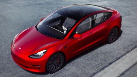 Tesla выпустила обновлённую Model 3