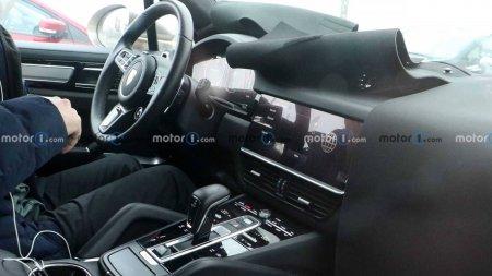 Фотошпионы заглянули в салон обновленного Porsche Cayenne